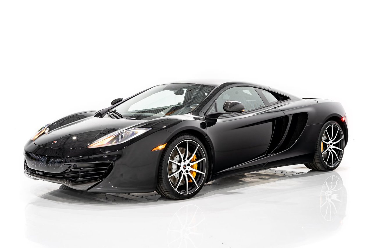 McLaren MP4-12C with Optional Carbon Fiber trim and only 3532km (2194miles) From New 2012