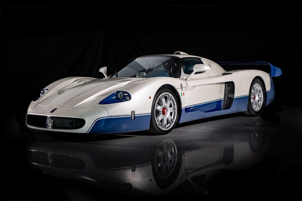 Maserati MC12 1 des 50 voitures de route de production avec seulement 513 km (319 mi) 2005
